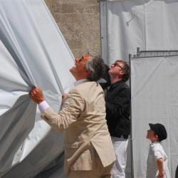 Walter Smerling (li.) und Stephan Balkenhol bei der Enthüllung der Skulptur