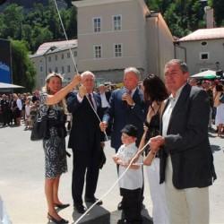 Hedi Wenzel (li.), Wulf Matthias (2.v.li.), Karl Gollegger (3.v.li.) und Bürgermeister Heinz Schaden (re.) bei der Enthüllung der Skulptur