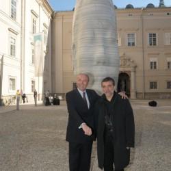 DDr. Karl Gollegger und Jaume Plensa vor Awilda