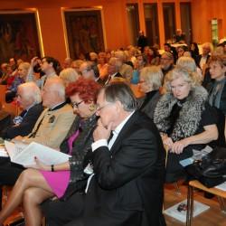 Frau Mag. Waltraud Wöhrer, Vorstand der Salzburg Foundation, 2 v.r.