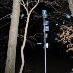 Ziffern im Wald, Nachtansicht