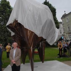 Anthony Cragg bei der Enthüllung seiner Skulptur Caldera, 25.07.08